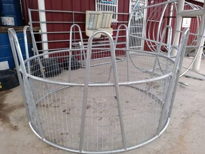 """Picture of """"Crown"""" Hay Feeder + Wire"""